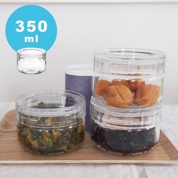 中に入れるのはスパイスやコーヒーなど香りを閉じ込めていたいものがおすすめ。ガラス製なので梅干しや塩分の強い煮物も安心です。