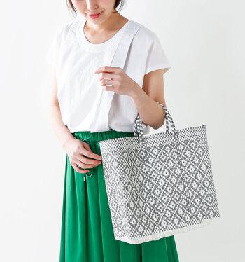 メキシコでマルシェバッグとして使われているメルカドバッグは、一点一点手作りのハンドメイドです。