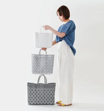 サイズはS・M・Lの3種類。いつも持ち歩くバッグはどれくらいか考えて選んでください。