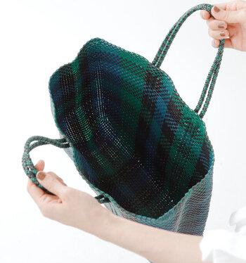 こちらも内側はシンプルな構造です。巾着やポーチで小物をまとめて管理するものアイデアです。