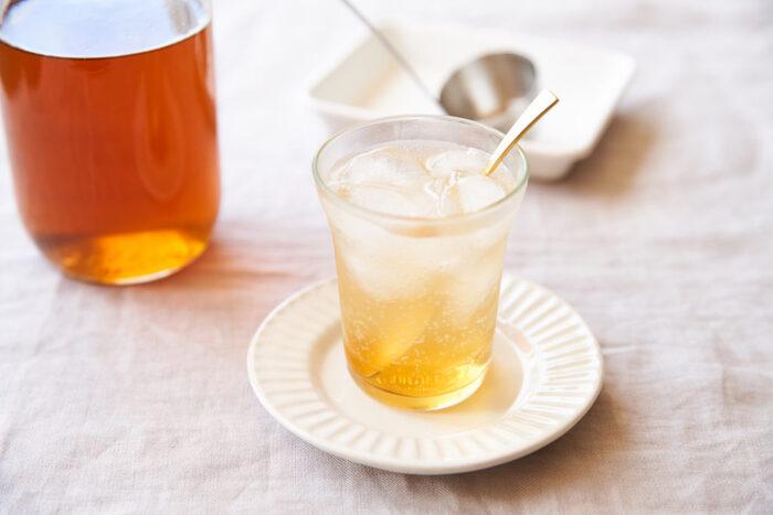 手仕事の保存食でおなじみの梅シロップにちょっと一工夫。シナモン、カルダモン、クローブのスパイス香る大人の梅シロップです。きび砂糖で作るのでコクがあるのもポイント。身体に優しく、市販のものに負けない美味しさです。