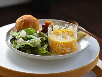 耐熱グラスなので、飲み物だけではなくスープやサラダなどさまざまな温度に幅広く使え、持っておくと便利なグラスです。