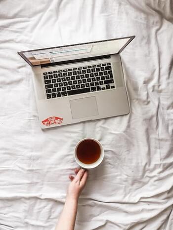 お手紙や贈り物をするときに便利な宛名シールは、パソコンのExcel(エクセル)を使うと便利!複数の人の宛名を一度に印刷できるので、手間もかからず楽チンです♪