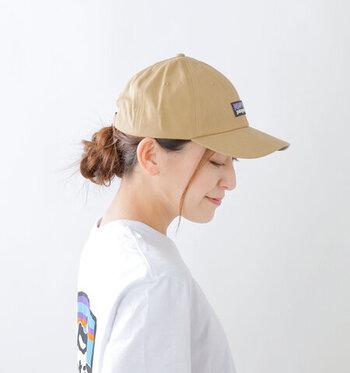 日差しが強くなってくると頼りになるのがお帽子です。今年はパンツにもスカートにも似合うシンプルなキャップはどうでしょう。アウトドアブランドのおすすめアイテムをご紹介します。