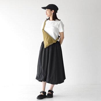ふんわりとしたシルエットと大きめのつばが女性らしく見せてくれます。スカートとの相性も◎です。
