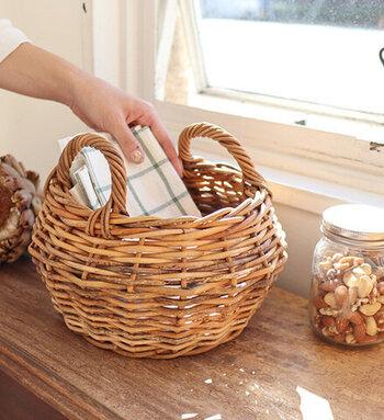 ポンと置くだけでサマになるバスケット。ランチョンマットを入れたり、キッチンに置いて保存食を入れたりしてもいいですね。いくつあっても、もらって嬉しいギフトのひとつです。