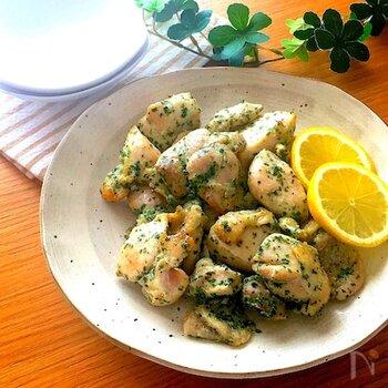 シンプルなのり塩味が、お弁当やおつまみにもぴったり。ポリ袋の中に材料を入れて揉みこみ、オーブンで焼けば完成!マヨネーズを揉みこむことで、どの部位でもやわらかく仕上がるとのことです。