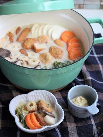 クリームコーン缶と牛乳を加えた、まるでシチューのようなおでんです。市販のおでんの具材を使うことで、下処理が楽に。いつものおでんが洋風に変化しただけで、ごちそうレシピに早変わり。余ったスープにごはんをプラスして、リゾット風のおじやを楽しむことができますよ。
