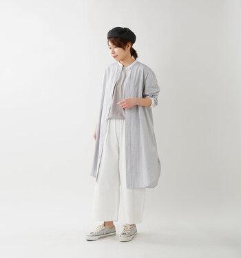 一枚で二通りの楽しみ方ができるシャツワンピース。いつも羽織るシャツの感覚で着こなせるから、難しいテクニックも不要ですね。季節の変わり目から活躍してくれるシャツワンピースで、コーディネートの幅が広がりそうです。
