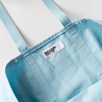 丁寧な製品作りで、一級帆布といわれる倉敷帆布の6号生地を使用。軽量で丈夫な天然素材なので、使う程に身体に柔らかく馴染んでいきます。