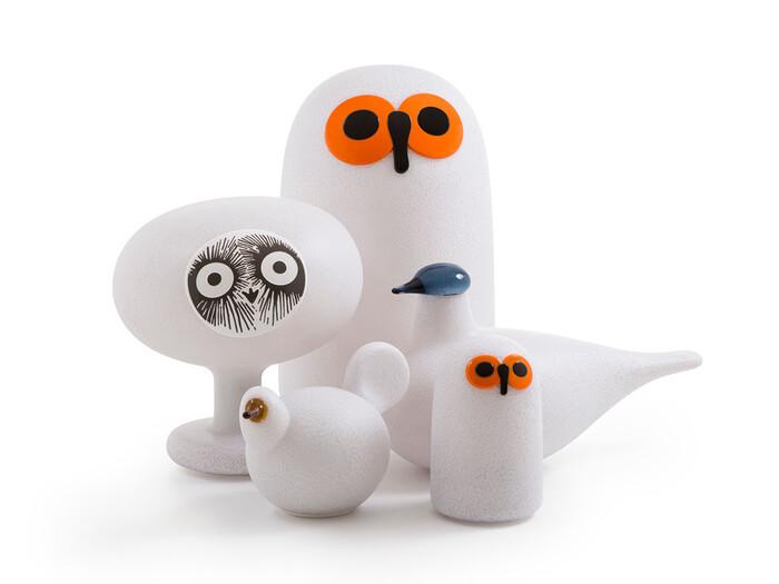「LINNUT KIRRASSI(リンナット キラッシ)」はイタリアのデザイナーズ家具ブランド「マジス」、フィンランドのガラスメーカー「イッタラ」、そしてガラスデザイナーのオイバ・トイッカがコラボレーションして生まれた鳥型のポータブルランプ。