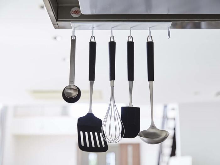 空間を有効活用。「便利アイテム」を使ったキッチンツール収納術