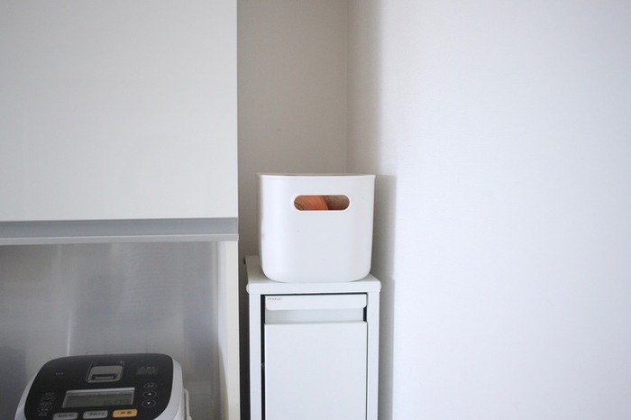 深さがあるのでものがたっぷり入ります。真っ白でシンプルなデザインなので、キッチンの生活感隠しにも◎。