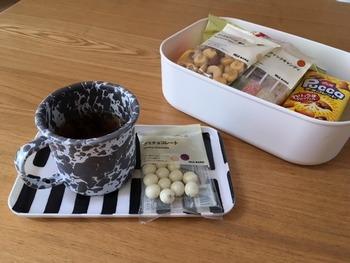 お茶をいれて、今日はどんなおやつを食べようかな…とフタを開けるたび、ワクワクしそう。