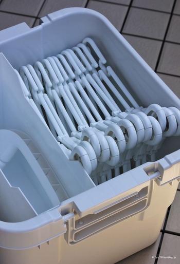 ベランダでお洗濯グッズを収納するのに重宝します。フタがロックできる構造でしっかりとしているので、風で飛ばされる心配も無用です。