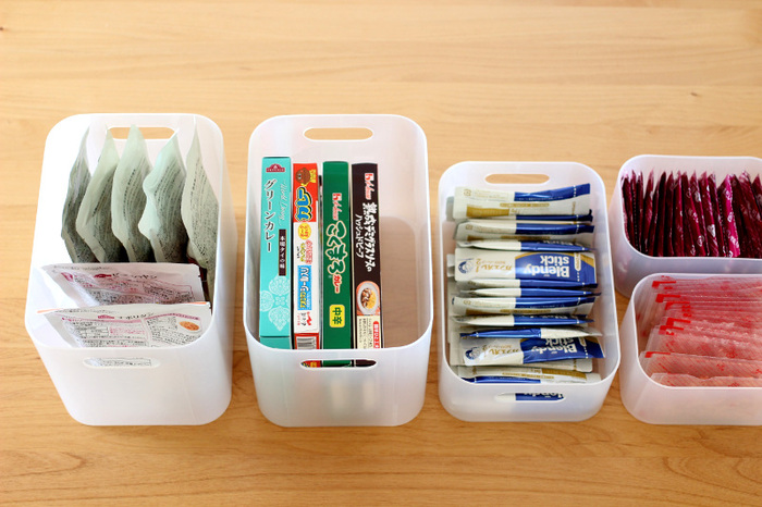 キッチンでの食品の保管にも重宝します。幅も深さもバリエーション豊富なので、さまざまなパッケージに対応。