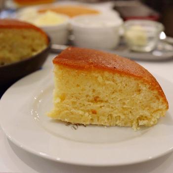厚みのあるパンケーキは、食べ応え抜群です。クリームやバターをつけていただけば、コクがプラスされて違った味わいも楽しめますよ。