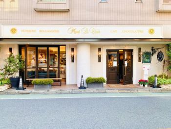 「Mont St Clair(モンサンクレール)」は、世界的に有名なパティシエ・辻口博啓氏が初めて立ち上げたパティスリー。プチガトーや焼き菓子、ショコラなどが豊富に揃うことから、地元の方はもちろん遠方からも足を運ぶ方が多い人気店です。
