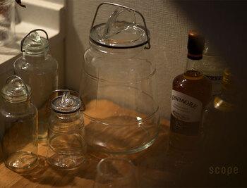 デンマーク生まれのガラス瓶。金具を上げて蓋を止める作りで、金具の固さが違うのはご愛嬌。サイズは0.2Lから2Lまで5種類です。コーヒー豆の保存は0.75Lがおすすめ。