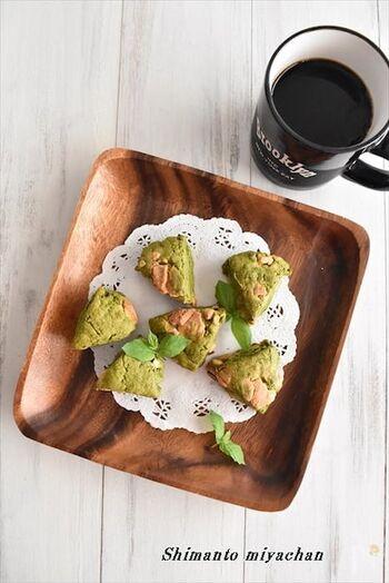 豆腐を使ったヘルシーなスコーンのレシピ。抹茶とホワイトチョコでコーヒーにもよくあいそうです。ホットケーキミックスで作るので粉をふるう必要がなく、楽チンですよ。
