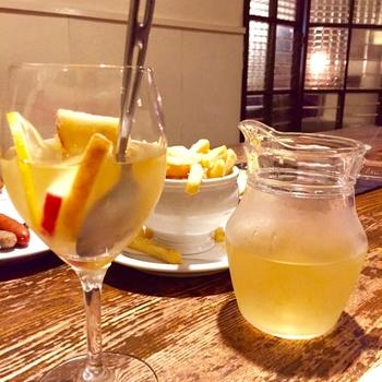 白ワインで作る場合は、スペイン語の「blanca(白)」から、サングリア・ブランカと呼ばれます。