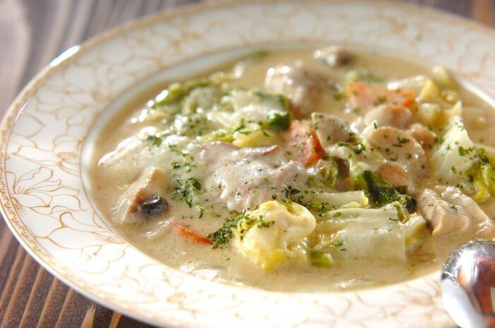白菜があれば、クリーム煮に挑戦してみてください。味に深みを付けるには、鶏肉はももを選ぶのがベストですよ。