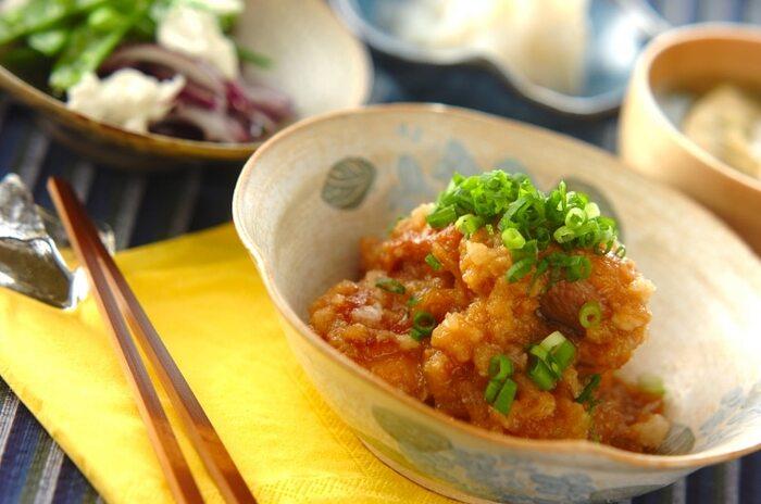 小鉢の一品におすすめなのが、鶏もも肉のみぞれ煮。炒める→蒸す→煮るの3つの工程で美味しさを引き出しています。