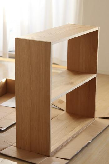 こちらは81.5cmのワイドタイプです。  壁に寄せて本棚や飾り棚として使用するのはもちろん、空間を仕切るパーテーションとしても使えます。 全体をオープンラック風にして圧迫感をなくしたり、引き出しやボックスを入れて壁を作ったり...と、リビングの広さや好み・収納したいものに合わせて、オリジナルの収納スペースを作ってみてください。