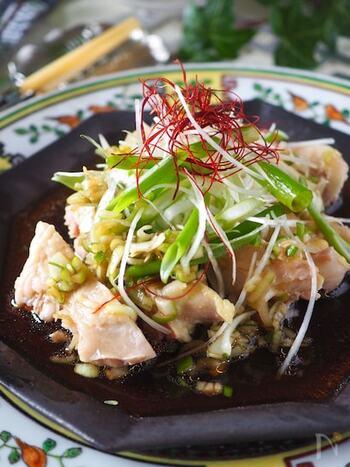 忙しい日には、電子レンジで調理を済ましてしまいましょう。 ピリ辛のよだれ鶏だって、レンジで簡単に作れますよ。蒸し汁はスープや煮物に活用できます。