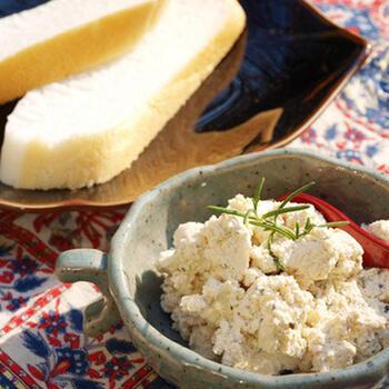 牛乳ではなく、豆乳を使ったリコッタ(カッテージ)風のディップ。お豆腐のようなさっぱり感で、和食にも合いそうですね。