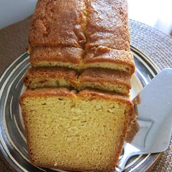 いつの時代も人気の焼き菓子、パウンドケーキ。リコッタチーズを使って風味豊かに楽しみませんか。シンプルですが、素材の味が存分に楽しめるスイーツです。