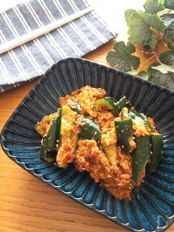 夕食の一品としてだけでなく、おつまみにぴったりなキュウリのツナキムチ和え。箸休めのつもりが、食べ出したら止まらなくなりそうです。