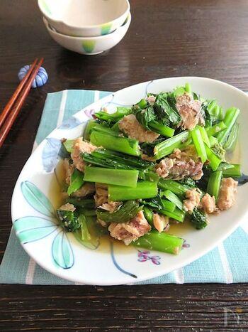 サバ缶と小松菜をバター醤油味で炒めて。サッと炒めるだけで短時間で出来て、手軽に栄養がとれるのでいいですね。