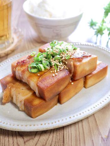 高野豆腐に豚バラ肉を巻いて、甘辛味のたれにからめて焼いて。ご飯に合う味で、ヘルシーながらお腹も満足です。