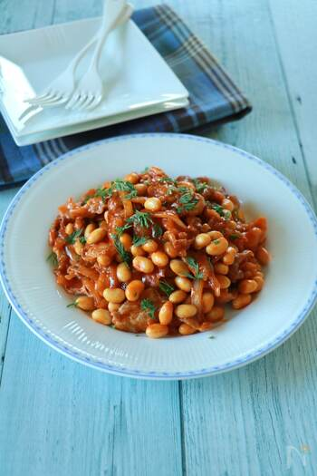 ごはんにも、パンにも、お酒にもマッチするポークチャップ。大豆の水煮を入れて食べごたえアップ。