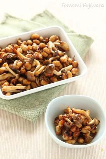 大豆、しめじ、しらすが入って栄養価満点のおかず。作り置きしておくと、いつでもご飯のおともになって便利です。
