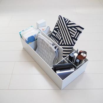 こちらのブロガーさんは、お出かけアイテム用の仕切りボックスをクローゼットに用意しているのだそう。すぐに身支度ができて便利ですね♪あらかじめ入れるものを決めてから仕切り方を考えると、小物に合わせたスペースが作りやすくなります。