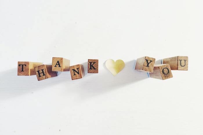 日本人は「ありがとう」という意味でも「すみません」と謝る言葉を多用する傾向があると言います。それが悪いうことではなく、意識して「ありがとう」という言葉に変換するよう心がけると、言う側も言われた側もハッピーな気分になり、人間関係が円滑になっていきます。人とのつながりが、新しいチャンスをつないでくれることも少なくありません。「ありがとう」を魔法の言葉と捉えて、心を込めて使っていきましょう。