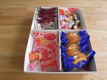 こんな風にお菓子を入れれば、取りやすくて便利ですね。かわいい箱を利用するのはもちろん、シンプルな空き箱なら、マスキングテープなどでデコレーションする楽しみもあります♪