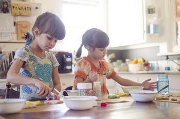 アイスが固まっていく様子は、お子さまにとっては理科の実験のようで楽しく、食育にも役立ちます。お好みの材料を使って、「アイスクリームメーカー」とともにアイス作りを楽しんでみませんか。