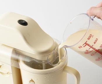 どちらのタイプにしても、あらかじめ牛乳や生クリームなど、必要な材料を混ぜておき、「アイスクリームメーカー」に入れてスイッチオンするだけという簡単な作業なのが嬉しいところ。