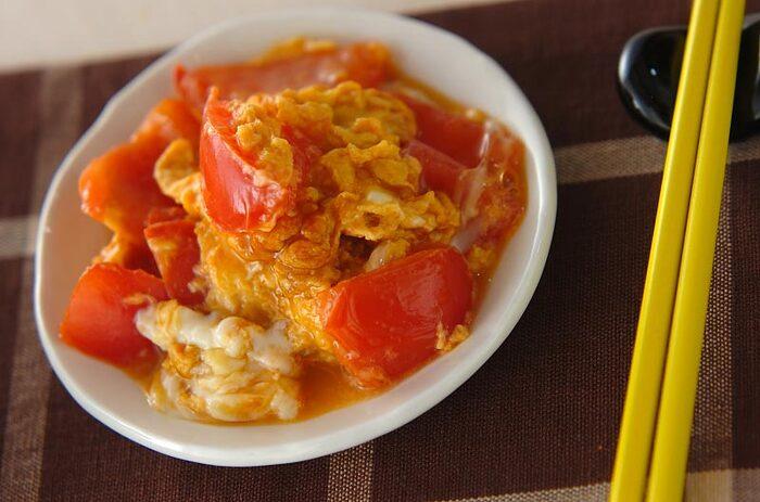 トマトと卵の色が入ることで、餃子メインの食卓も美しくなりますね。オイスターソースのコクが、晩酌のおつまみにもぴったり。