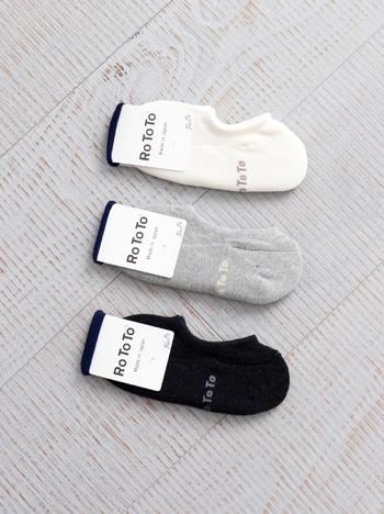 日本一の靴下の生産地である奈良県で作られているソックス。靴下作りの高い技術を持った職人さんと話し合いを重ねて生まれた、本当に履きごこちにこだわったソックスです。クッション性と程よいフィット感は長時間履いていてもストレスを感じません。