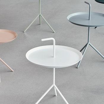 「HAY(ヘイ)」はデンマークで1979年に設立されたメーカー。異素材を組み合わせるユニークさと、すっきりとしたデザインが特徴です。どこにでも持ち運べるシンプルなサイドテーブル。商品名にもなっている「ドント リーブ ミー」(置いていかないで)にも納得ですね。