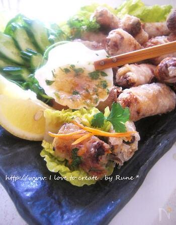 もちっとした食感が最高、ベトナムの揚げ春巻き。こちらはライスペーパーで具材を巻き、油でさっと揚げて完成。具材には、豚挽き肉、海老、しいたけ、きくらげ、そして春雨などが含まれており、とても具沢山なのも魅力。お酒のおつまみにも、よく合いますよ。