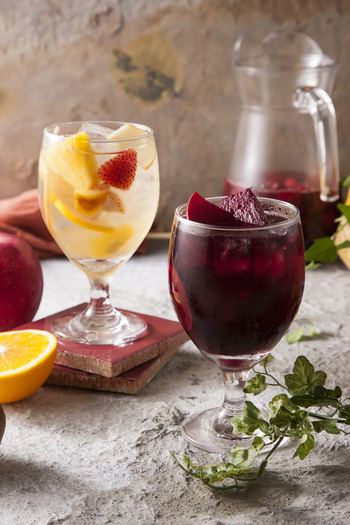 爽やかフルーティな自家製ワインで乾杯♪スペイン生まれ「サングリア」のレシピ集