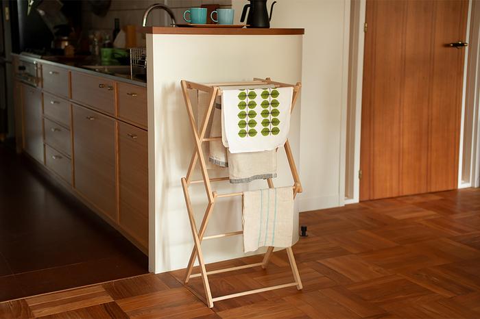 ミニサイズのクロスドライヤーなら、キッチンに置いても場所を取りません。キッチンクロスや布巾など、洗ったらサッと干すことができて便利。