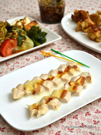 高たんぱく・低カロリーな鶏ささみは、ダイエッターに人気の食材。鶏ささみに切れ目を入れて、スモークチーズを挟んでレンチンすれば、淡泊な味の鶏ささみが豊かな香りとコクでうまみアップ!