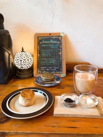 クラシックスタイルのスコーンと紅茶で、優雅なひとときを過ごしてみませんか?味はもちろん、盛り付けも素敵。ひとりでも女子同士でも訪れたくなること間違いなしのカフェです。