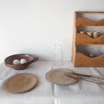 19世紀のフィンランドで使われていた生活の道具たち。それぞれの道具に刻まれた傷やダメージは、庶民の生活で使われていた生活の跡。国と時代を超えて出会ったものを今度は自分が使う喜びは、何にも代えがたいものです。